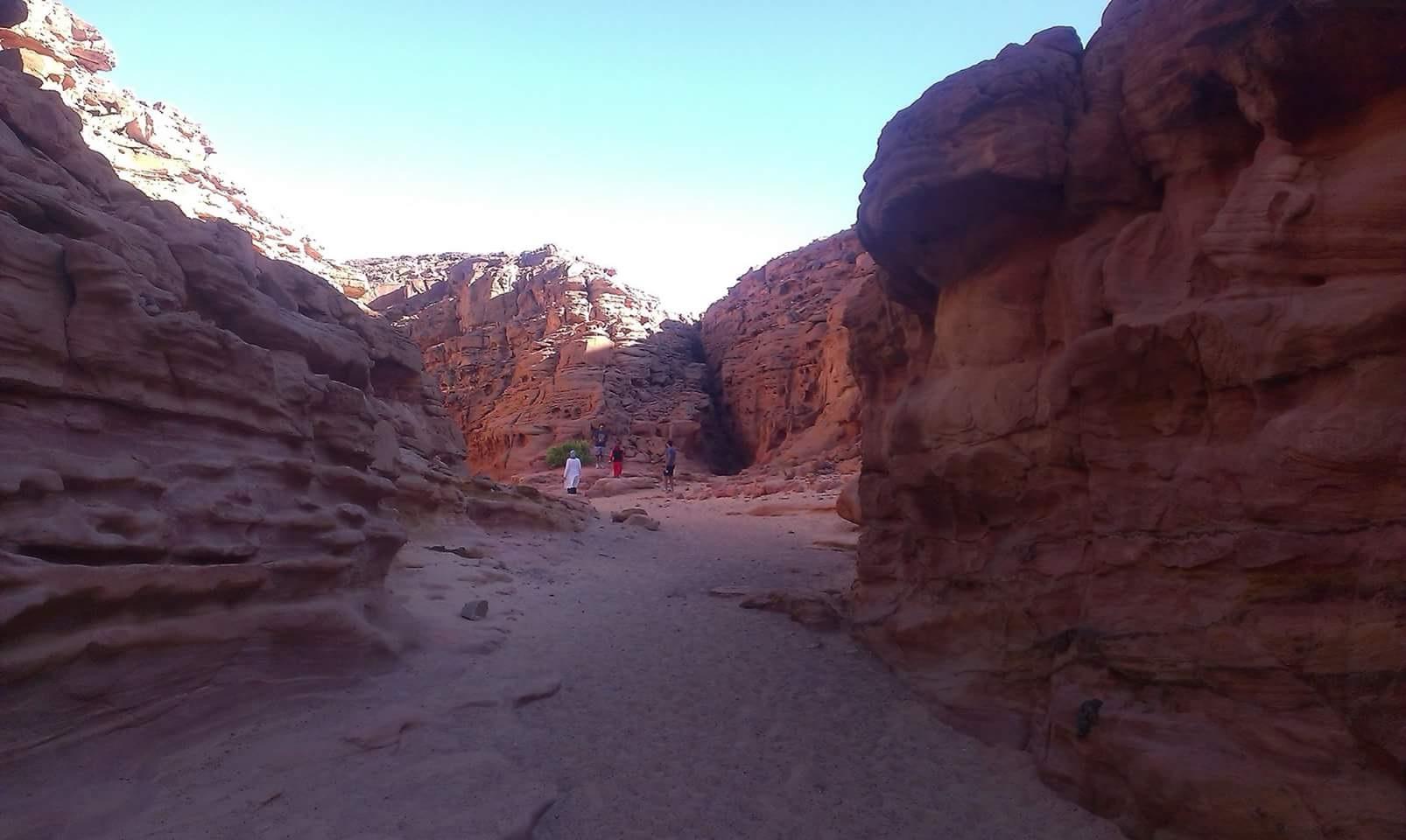 canyon-colorato-blu-hole