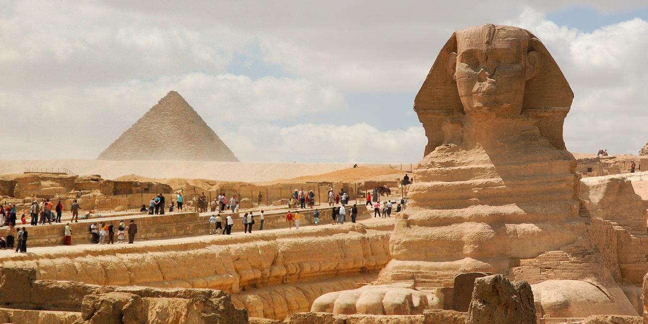 cairo-le-piramidi-di-giza-in-aereo